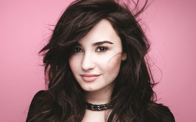 Demi Lovato Biography - Childhood, Life Achievements & Timeline
