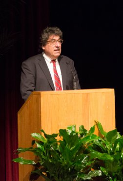 Chancellor Nicholas S. Zeppos introduced noted clinical psychologist Kay Redfield Jamison Jan. 31 in Sarratt Cinema. (Susan Urmy/Vanderbilt)